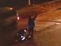 监控:男子夜间横穿马路 7分钟连遭3车撞压