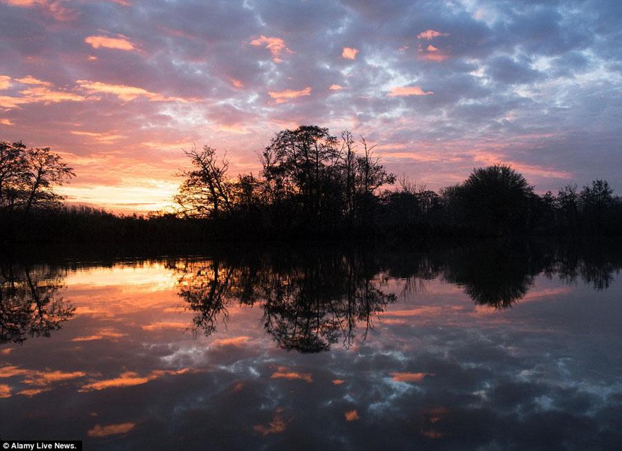 历史上最温暖的秋天之后,英国在第一个冬日的气温就迅速降温到冰