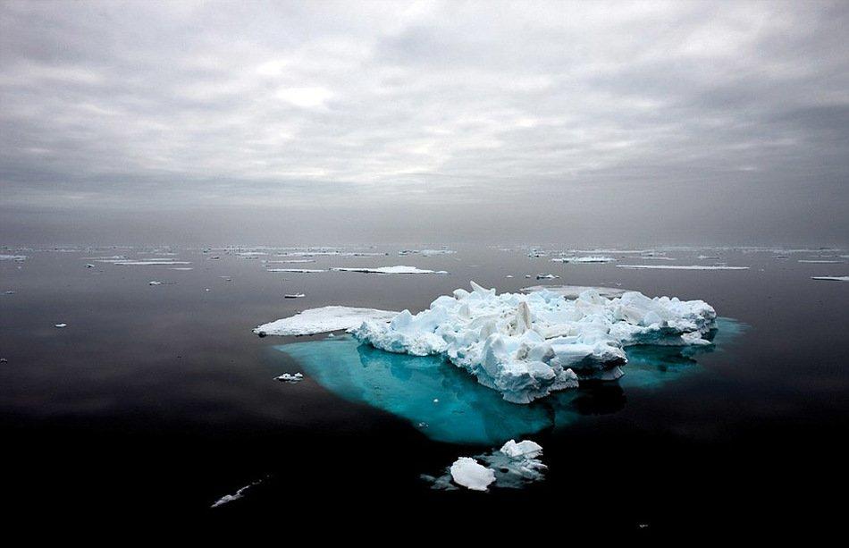 组图:摄影师历时10年拍摄极地冰川融化震撼景象 - 雨中林木 - w15803568967的博客