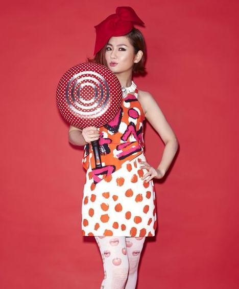 明星  据台湾媒体报道,selina(任家萱)2015年初将发行个人首张专辑《3