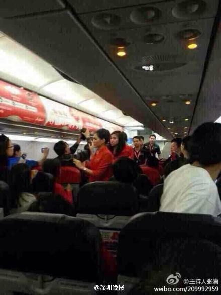 2名中国游客飞机上侮辱空姐 致航班半路返航(图) - 通明 - 通天之德