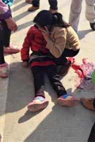 """9岁小学女生被锤杀现场""""<"""