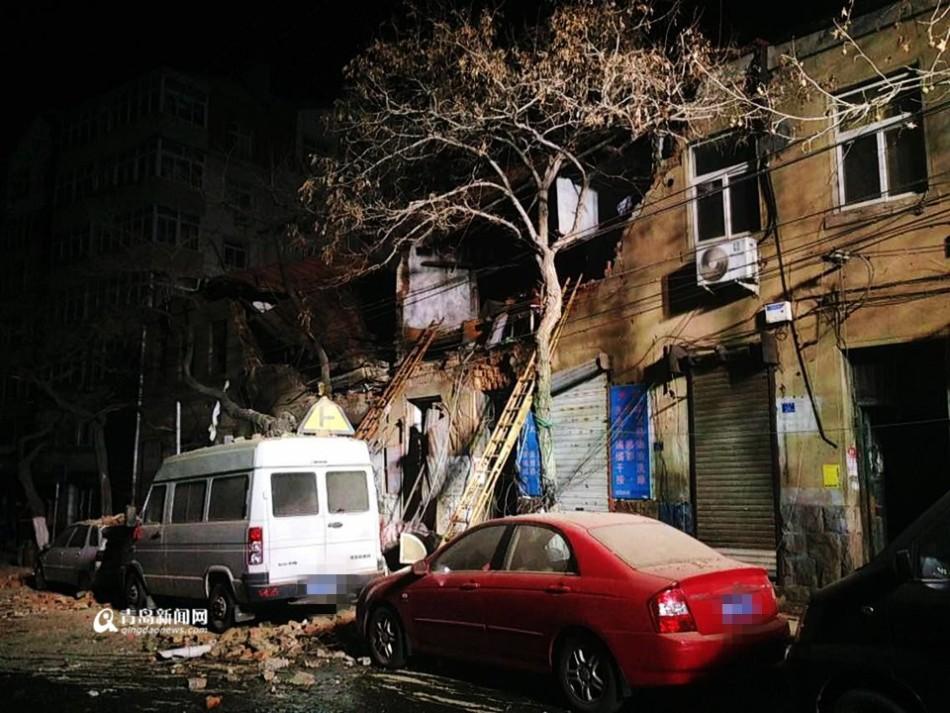 青岛居民楼疑似煤气爆炸 伤亡不明