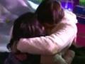 武汉接吻大赛2女忘情激吻 哄笑中紧抱不松手