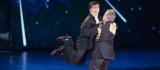 直击第5届北京国际电影节闭幕内场:成龙被吕克贝松抱起