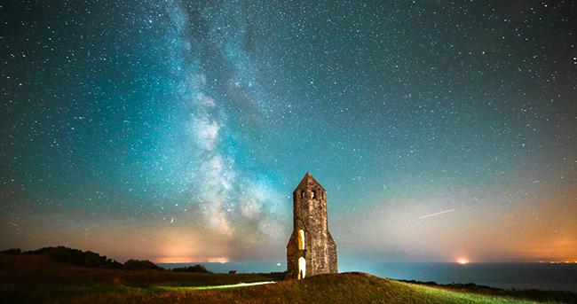 怀特岛熠熠星空 绝美银河璀璨绚丽