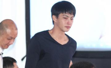 27岁自杀女星杨可涵葬礼:男友悲痛落泪