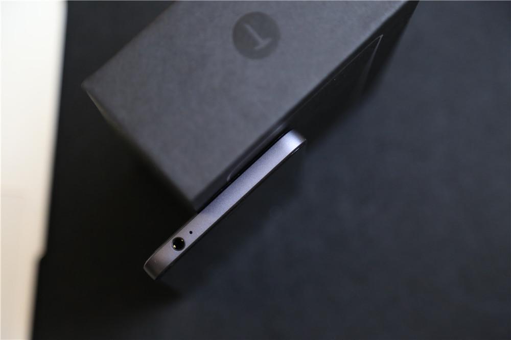 凤凰科技锤子手机T2评测