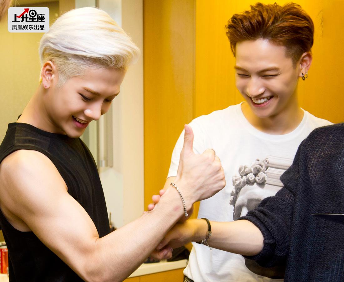 真正来介绍下他们,GOT7是韩国JYP公司于2014年推出的首个HIPHOP组合,该公司还曾捧红过Wonder Girls、2PM等。GOT7七名成员包括JB、Junior、Mark段宜恩、Jackson王嘉尔、崔荣宰、BamBam、金有谦。组合由多国籍成员组成,擅长表演含有武术要素的舞蹈。