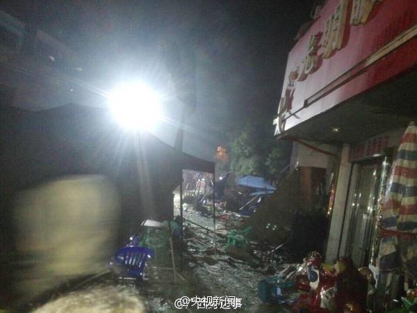 广西一大排档发生煤气罐爆炸_已致6死19伤(组图