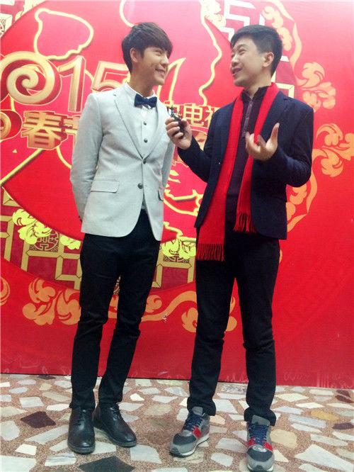 陈伟霆现身央视春晚第四次彩排 坦言印象最深是刘德华