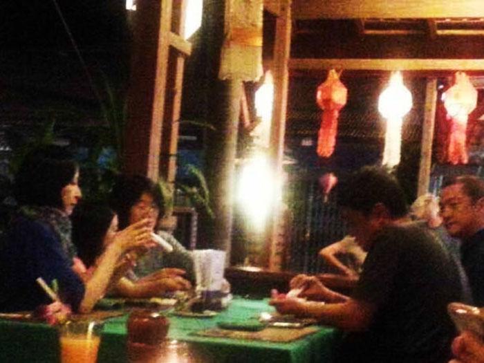 网曝李亚鹏携女儿与女友人过年游泰国