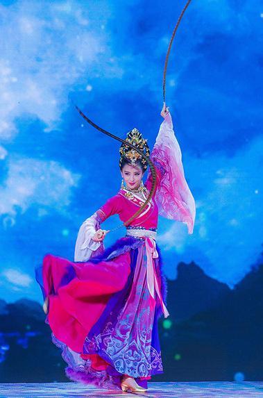 佟丽娅版貂蝉背景系月亮 刘恺威误以为其扮嫦娥