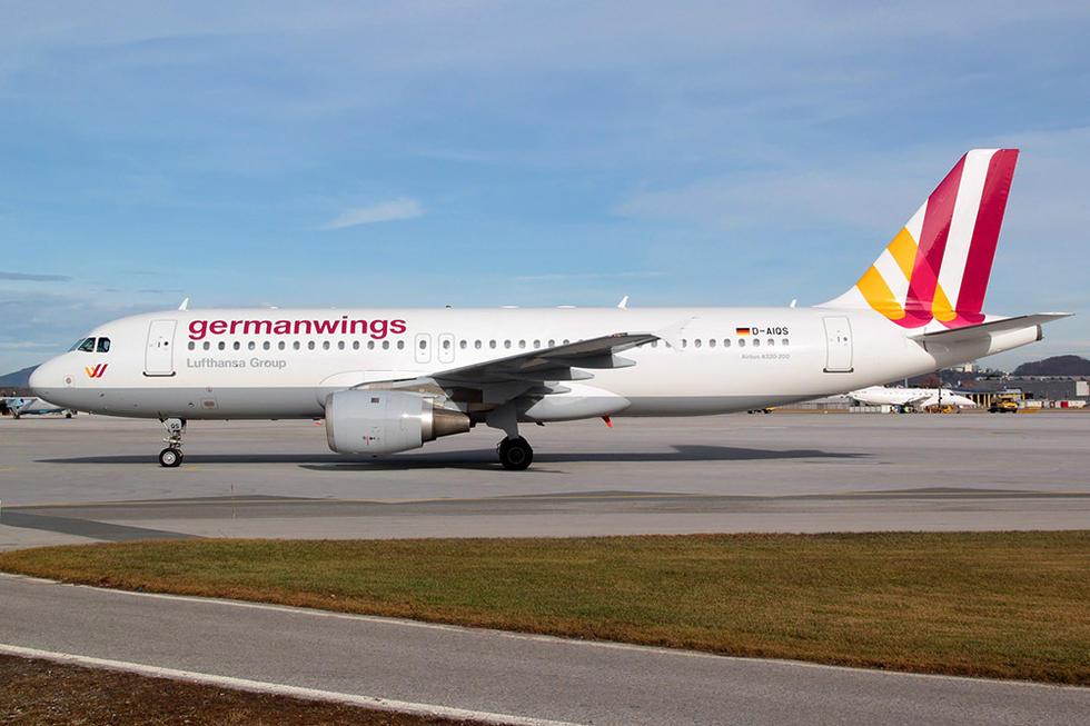 据法国《费加罗报》消息,一架德国之翼航空公司的航班号为GWI18G的A320-211型客机,在法国南部坠毁,机上载有144名乘客及6名机组成员,共计150人,其中包括两名儿童。另据外媒报道,坠毁德翼航空飞机的副驾驶Andreas Lubitz是个28岁的德国人,尚不知道他的宗教信仰,也不知他是不是恐怖分子。录音听起来他呼吸正常,没有恐慌的情绪。图为Andreas Lubitz照片。