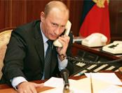 """普京""""电话问答""""彰显亲民风格 有一事奥巴马做不到"""
