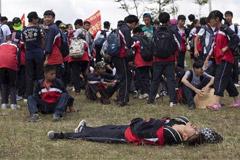 中学生41公里长走拉练累瘫倒地