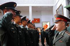 俄国防部授予参阅中国仪仗兵纪念勋章