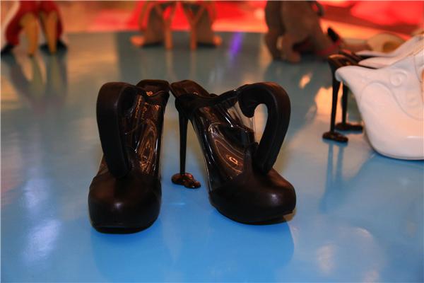 际著名鬼鞋履设计师KobiLevi情趣高跟鞋艺v鞋履使用怎么床情迷图片