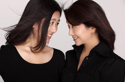 江珊与17岁女儿拍写真 母女似姐妹