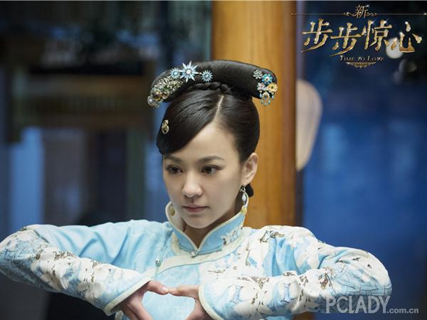 陈意涵叫板刘诗诗 短发少女变身复古美人
