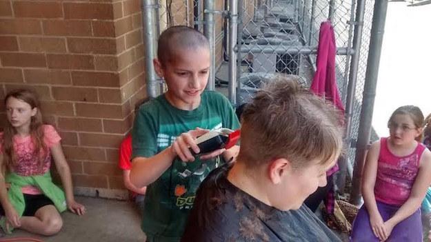 男童因光头遭同学嘲笑 女老师当众剃光头支持(图)_凤凰资讯 - 自由百姓 - 我的博客