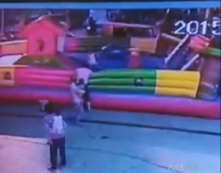 广西一3岁女童玩充气城堡被吹飞 高空坠落致死