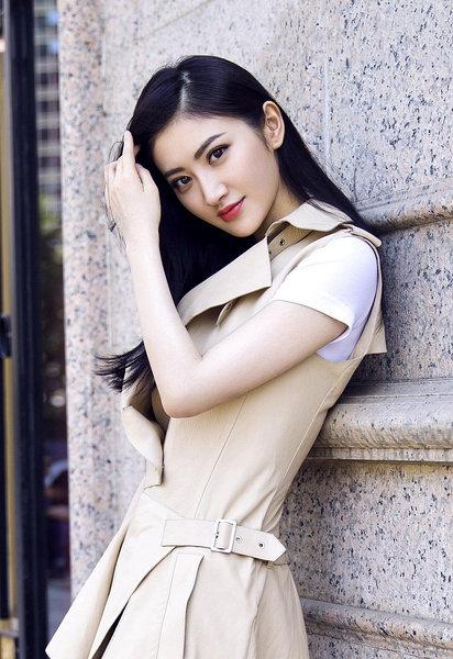 景甜全捰体写真_正在拍摄中,饰演女将军的景甜透露,一开始美方制片认为她应该身强体壮