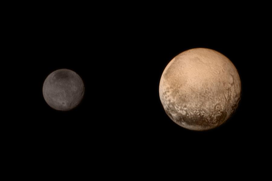 """虽然天文学家们发现冥王星比预想的要小的多,但一直到80年代,冥王星的地位还算稳固,但已经有不少天文学家对这颗""""银样镴枪头""""的行星产生了""""不满"""",把它开除出行星队伍的想法开始酝酿。"""