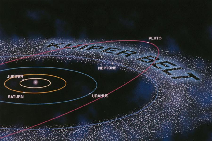"""另一方面,冥王星的轨道高度倾斜,其他八大行星的轨道差不多在一个面上,而冥王星轨道和这个面的夹角超过17度,俨然一个""""不走寻常路""""的异类,不过此时还没有什么天体能威胁到冥王星的存在。"""