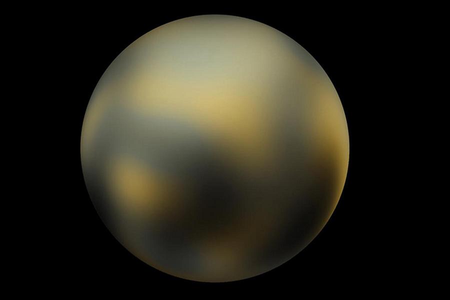 """冥王星可能是太阳系里最为知名的""""神秘""""行星了,自1930年被发现后的76年里,冥王星一直以""""九大行星之一""""的身份示人,然而在2006年却被国际天文学联合会除名,并降级为""""矮行星"""",即使如此,人类对冥王星的印象还是望远镜里那个模糊的身影。"""