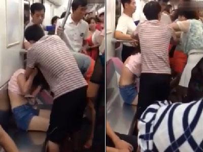 武汉两女子地铁抢座 柔弱美女险遭大妈扒衣