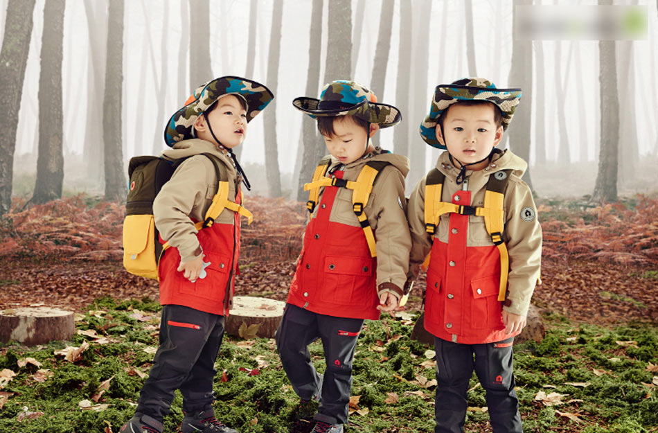 宋一国三胞胎拍写真 三兄弟户外探险萌态可爱