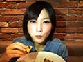 萌妹子7分钟吃62个汉堡 胃部可撑大66倍