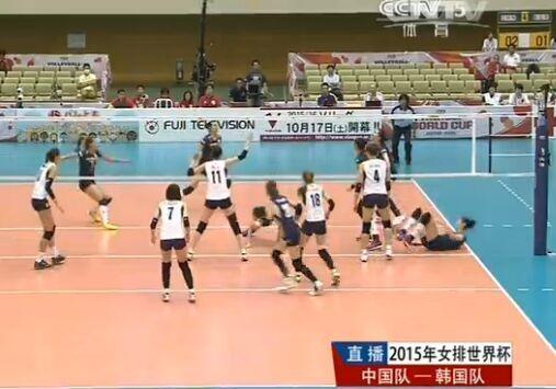 故意的?对手伸脚过界朱婷崴脚 下场后痛哭(图)|中国女排|世界杯