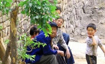 """这个村庄是如此的贫穷 但家家都住着""""最昂贵""""的民房"""