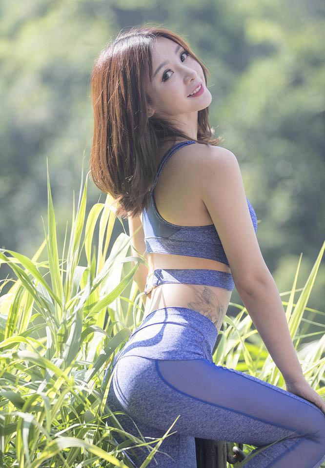 柳岩户外健身大秀酥胸翘臀 腰部纹身抢镜(图)_凤凰娱乐
