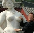 游客为啥袭胸杨贵妃