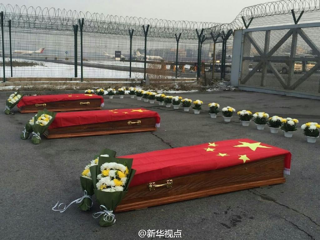 3名在马里遇害的中国人归国 灵柩覆盖国旗(组图)