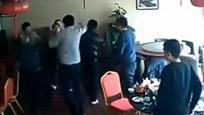 六壮汉邀坐陪被拒 围殴两名女服务员