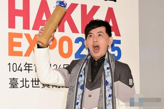 【爆料】黄子佼曾退《康熙》通告 拒与小S搭档:盼留温暖画面