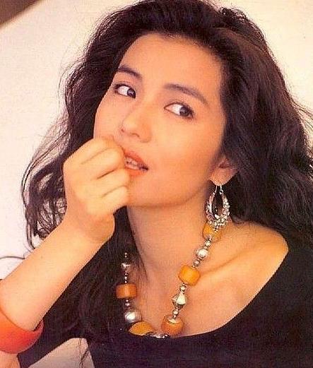[明星爆料]她是最美艳港姐,成龙刘德华钟情她,丈夫病逝终身不嫁