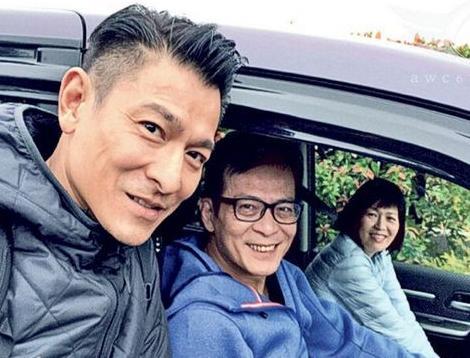 [明星爆料]刘德华与黄日华苗侨伟开心自拍 笑容灿烂(图)