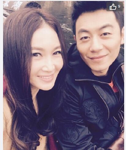 [明星爆料]温碧霞与朱亚文开心合影 笑容甜美(图)