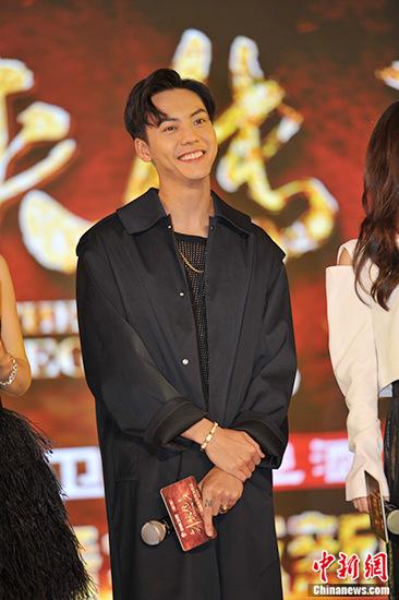 [明星爆料]与赵丽颖吻了3小时?陈伟霆:其实有一点尴尬