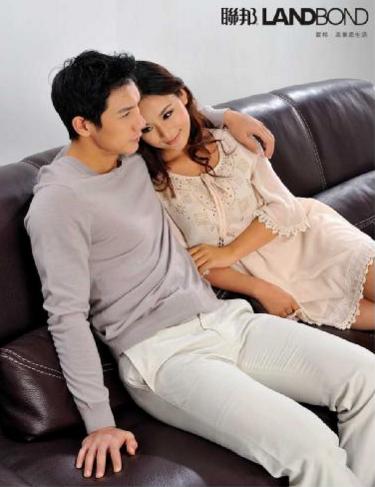 如何用6个沙发情侣坐姿揭发你的爱情现状
