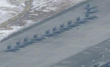 史无前例!美军30多架最强战机F-22集结日本