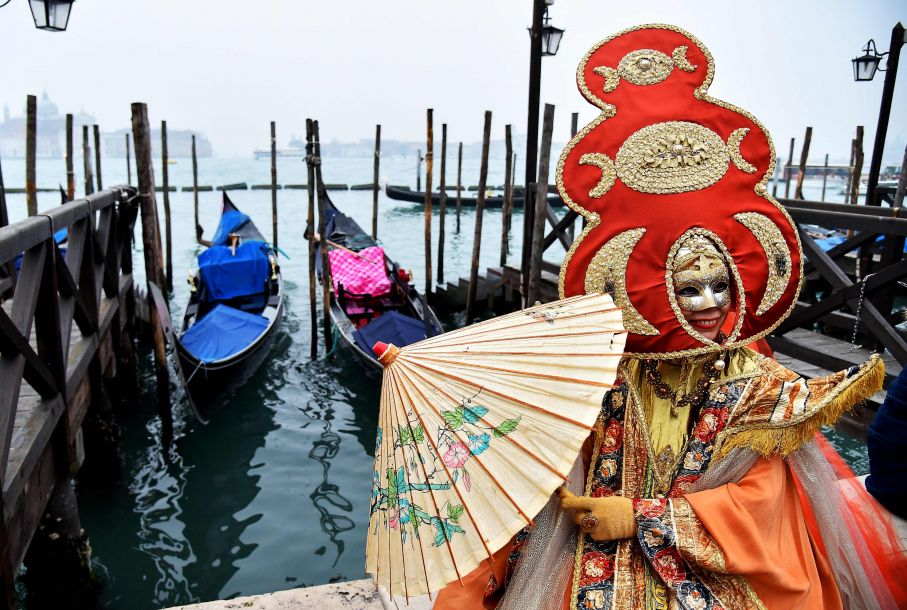 意大利威尼斯举办狂欢节