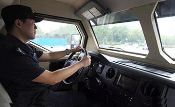 中国特警反恐车 可抵百发AK47连射