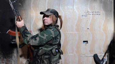 叙利亚新的漂亮女狙击手及机枪手训练录像