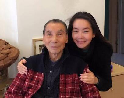 [明星爆料]辛晓琪忍痛谈父亲辞世:心被掏空了 慢慢填补